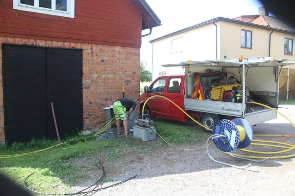 Pågående fiberblåsning från skarvskåp (FOS) vid smedjan hos Björks Åkeri